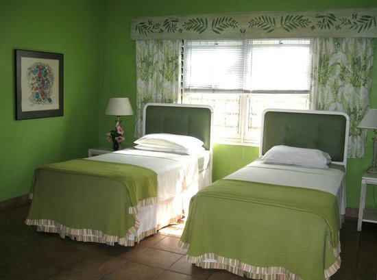 Kinghtwick Bed & Breakfast: Room with 2 double beds