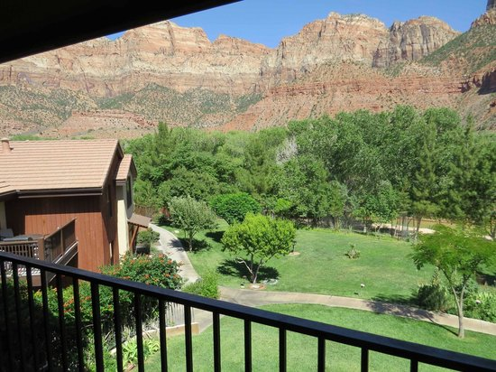 Cliffrose Lodge & Gardens: View from balcony