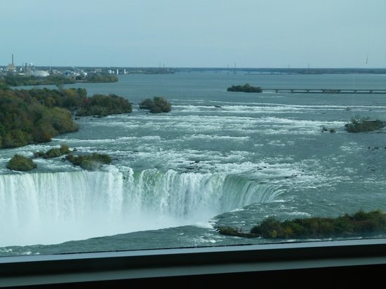 Radisson Hotel & Suites Fallsview: The view from our bedroom window!