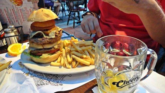 """Cheers: Hamburguesa """"Giant Norm"""""""