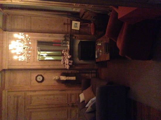 Number 11 Exclusive Guesthouse : Cosy living area
