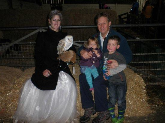 Farmer Palmer's Farm Park: Meeting Alan the Owl