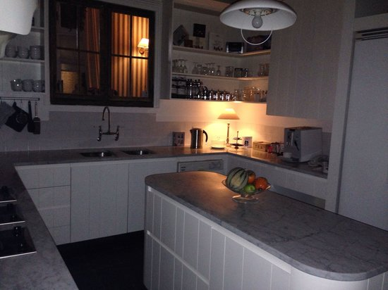 Number 11 Exclusive Guesthouse : Kitchen
