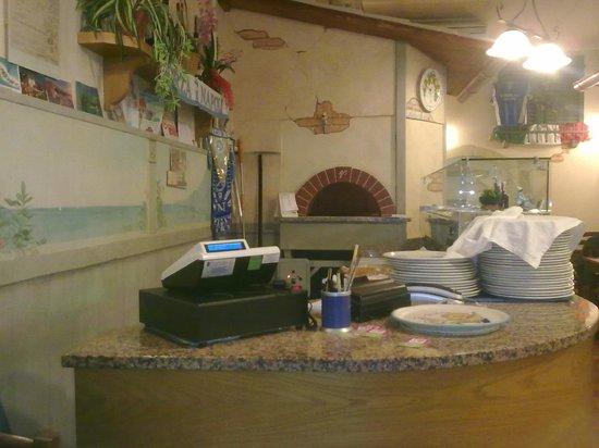 Pizland Di Gerardo Tortora E C. Sas: il forno e il banco del pizzaiolo