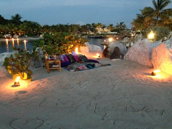 Baoase Luxury Resort : The romantic beach picnic set up for us
