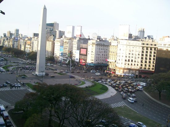 Bristol Hotel Buenos Aires: Vista do Obelisco de Dia