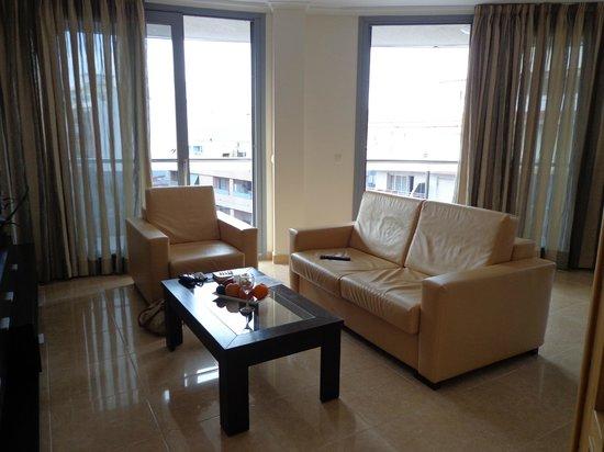 Apartamentos del Mar: Living room