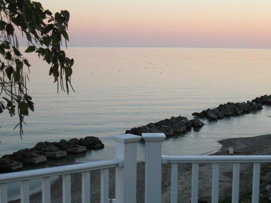 The Lakehouse Inn: Lake Erie before sunrise, from the Beach House deck
