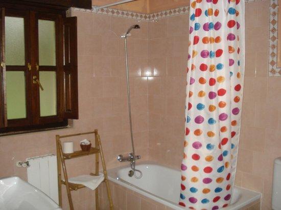 Hotel Rural Alfoz de Rondiella: Baño
