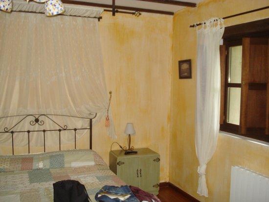 Hotel Rural Alfoz de Rondiella: Habitación