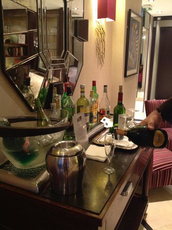 Hotel le Senat: Honesty Bar