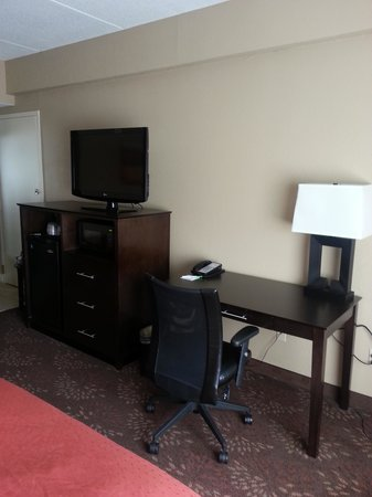 Holiday Inn Charlotte-University Place: Desk Area