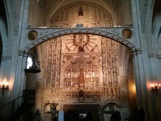 Iglesia de San Nicolas de Bari: Retablo iluminado