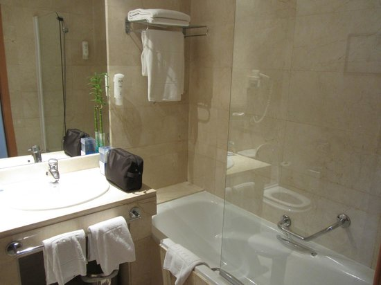 Tryp Malaga Alameda Hotel: Bathroom