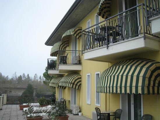 Hotel Campanello: Veduta della facciata dalla terrazza