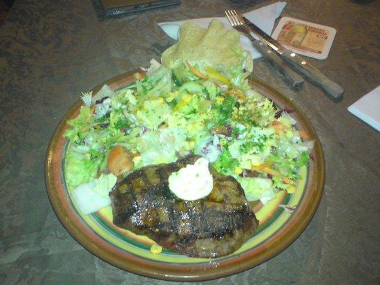 Restaurant Texas : Steak mit Salat