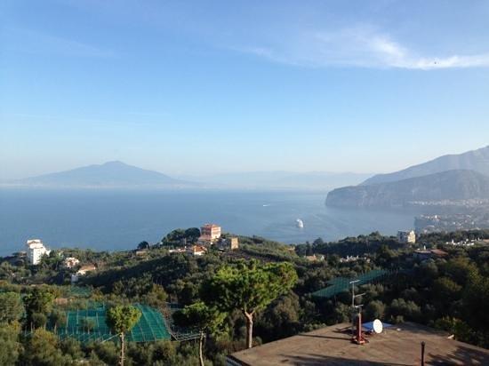 Il Nido Hotel Sorrento: colazione davanti al Vesuvio