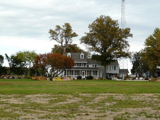 Black Walnut Point Inn : The Inn