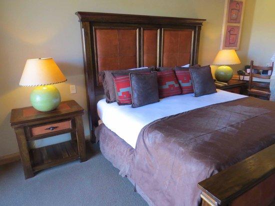 The Inn at Entrada: Huge bed