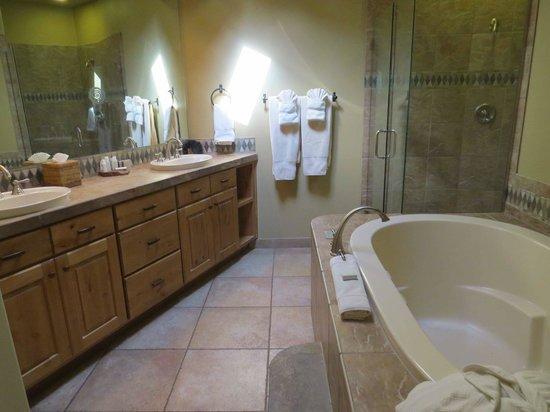 The Inn at Entrada: Bathroom