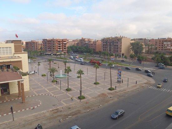 Red Hotel Marrakech : Blick auf den Bahnhofsvorplatz