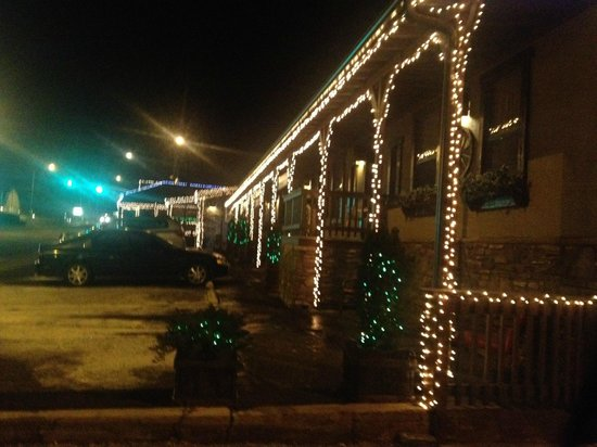 Sheldon St. Lodge: Outside the hotel at night during Christmas time