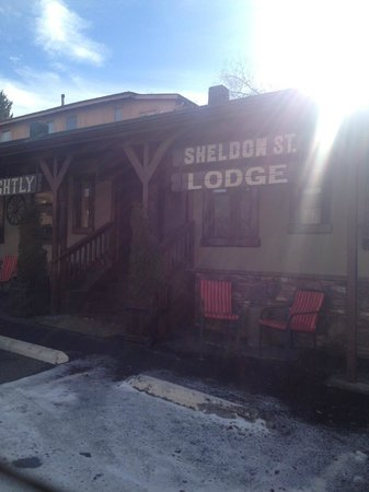 Sheldon St. Lodge: Front of the hotel