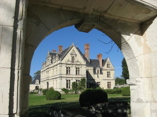 Chateau de la Bourdaisiere : View of Chateau from arch in the gardens.