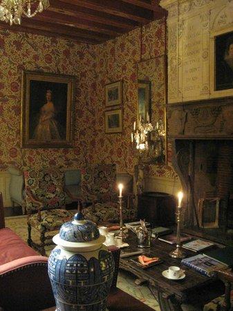 Chateau de la Bourdaisiere : Beautiful Living Room in common area on the main floor.