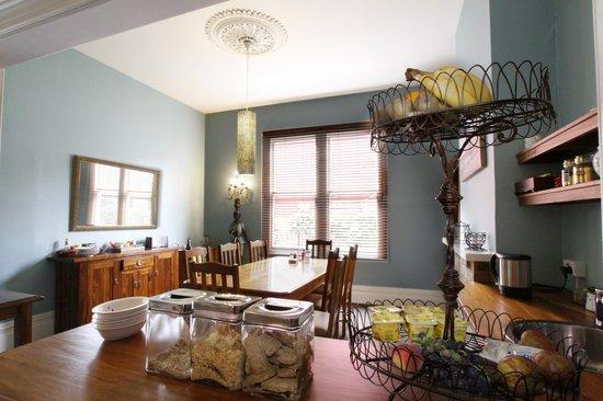 Pomeroy's on Kilmore: Breakfast/Dinning Room