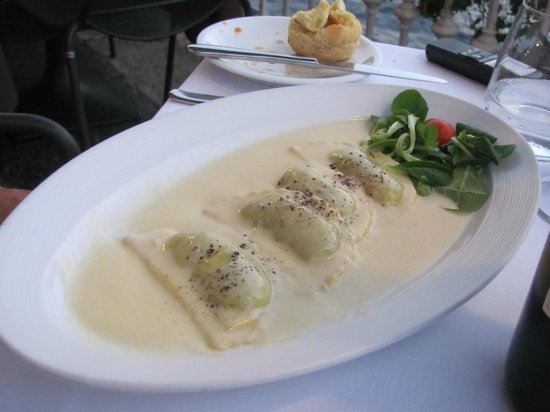 Terrazza Metropole : Ravioli in truffled cream sauce