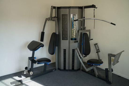 Regency Inn and Suites: Fitness Area