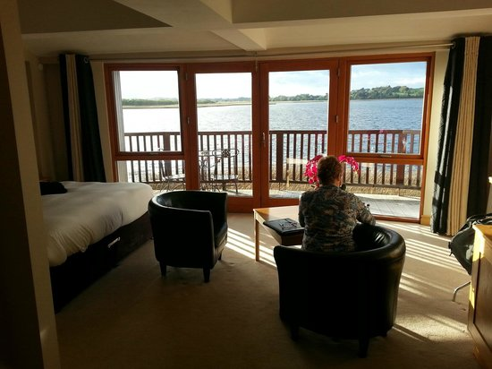Wineport Lodge: Relaxing with a view