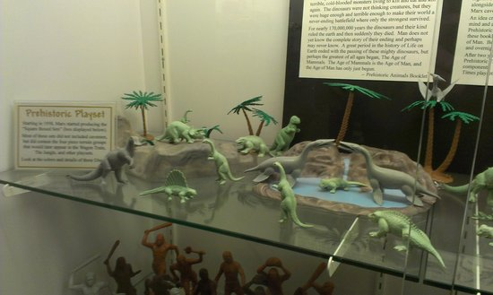 Moundsville, Wirginia Zachodnia: Play set in one of the display cases