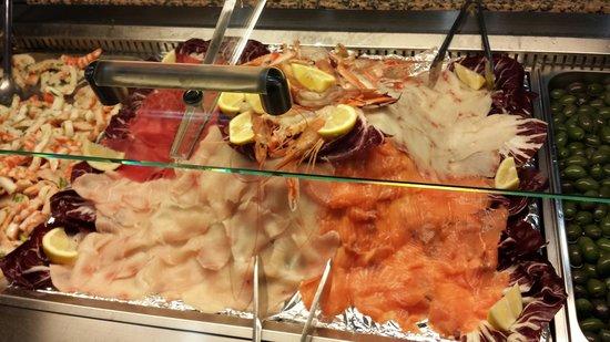 Wok Sun Restaurant: Selezione di pesce e verdure fresche. Da sempre il tutto preparato alla griglia con sale,pepe e