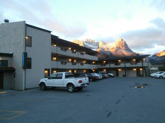 The Drake Inn: Main courtyard