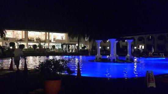 Holiday Inn Resort Goa : Pool Area