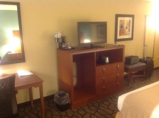 Holiday Inn Express Jacksonville South I-295: where's the fridge?