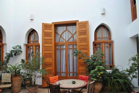 Ryad Dar Karima: Patio. Acceso a la Habitación doble Fairuz.