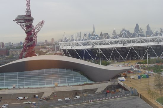 Staybridge Suites London - Stratford City: View of Olympic Park from Breakfast room