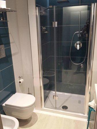 Hotel Agrigento Home: Bagno piccolo ma comodo