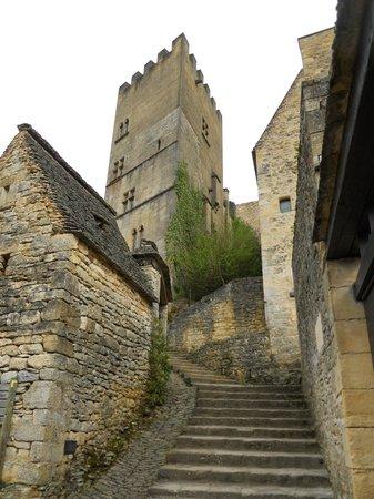 Hotel du Chateau : walk through town