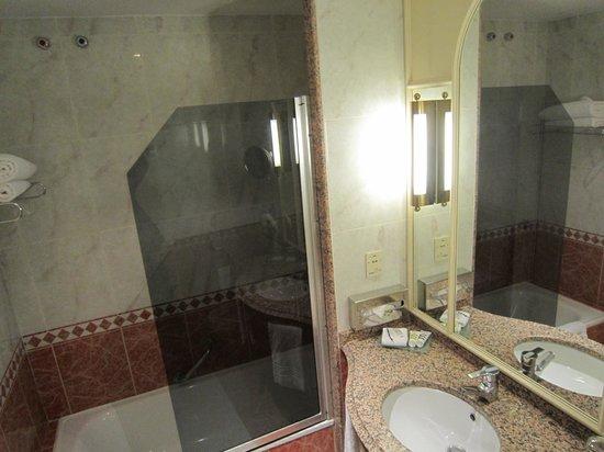 Mercure Madrid Plaza de Espana: Banheiro