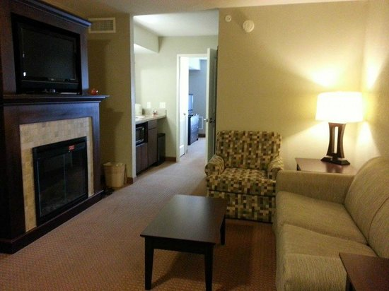 Holiday Inn Green Bay Stadium: executive king suite with fireplace
