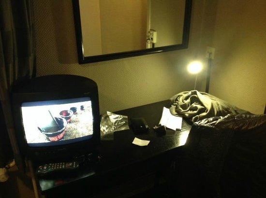 Hotel Europa 92: tv con scrivania