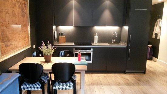 Angla Luxury Apartments Passeig de Gracia: salon cuisine