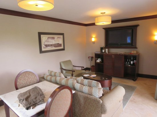 Sandals Regency La Toc Golf Resort and Spa: More of the downstairs of the suite