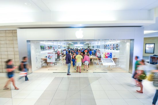 the keystone fashion mall the only apple store in the state of indiana the