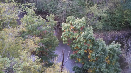 Music Road Resort Hotel: Looking down at the creek.