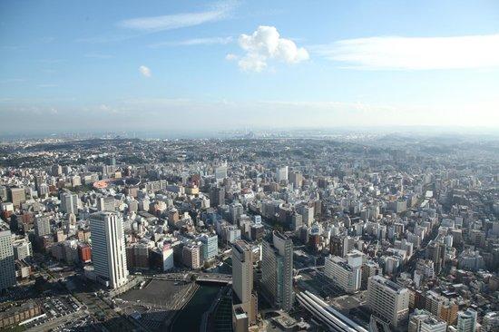 Yokohama Royal Park Hotel: 部屋からの景色-2
